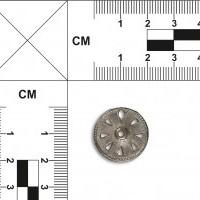 Ażurowa zawieszka w kształcie koła z osią
